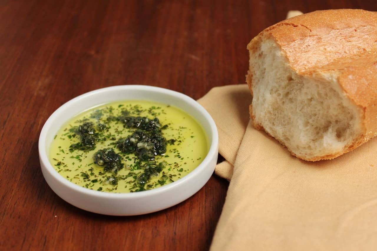 garlic and herb dipping oil